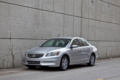 Ô tô giảm giá 200 triệu: Xe nhập 'uy hiếp' thị trường