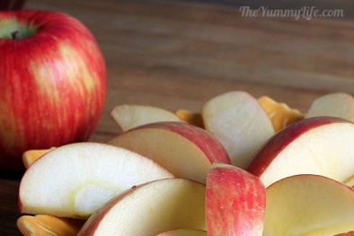 Mẹo nhỏ giúp táo, lê không bị thâm sau khi gọt