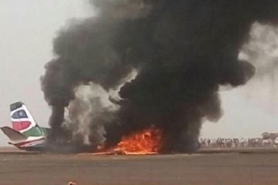 Tin mới vụ máy bay chở 45 người bốc cháy trong ngày Hạnh phúc