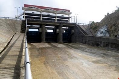 Ba thanh niên mở van hồ chứa nước ở Phú Yên sẽ bị xử phạt thế nào?