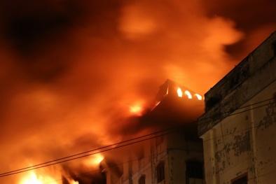 Hiện trường kinh hoàng vụ cháy lớn ở Cần Thơ, lửa bốc cháy dữ dội