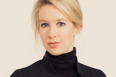 Elizabeth Holmes bị loại khỏi danh sách tỷ phú thế giới vì nợ nần