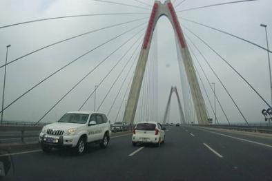 Đã có 3 lái xe đi ngược chiều trên cầu Nhật Tân ra trình diện