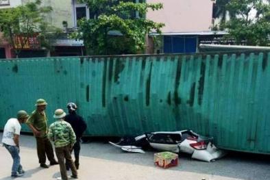Xe con bị container đè bẹp hoàn toàn tại ngã tư Đệ Tứ-TP Nam Định
