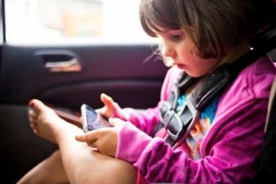 Điện thoại thông minh ảnh hưởng đến giấc ngủ của trẻ như thế nào?