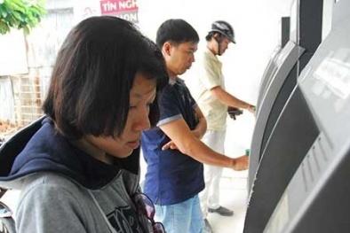 Nhiều ngân hàng muốn tăng phí giao dịch qua ATM