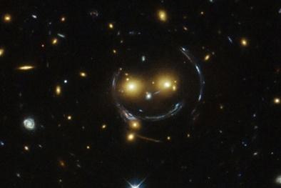 Phát hiện 'khuôn mặt cười' khổng lồ trong vũ trụ