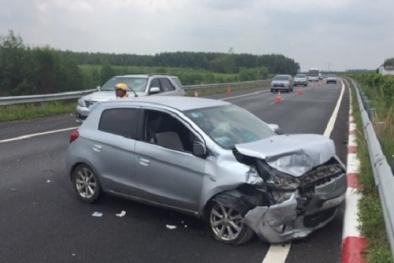 Tai nạn giao thông ngày 2/5: Trên đường đi chơi lễ về, 3 ô tô tông nhau vỡ nát