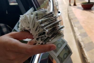 Thu phí tại BOT Cầu Rác: Lái xe 'phản đối' bằng việc dùng tiền lẻ mua vé