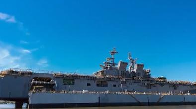 Choáng với tàu đổ bộ USS Tripoli 'khủng' nhất thế giới của Mỹ vừa hạ thủy