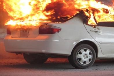 Để xe hơi không thành 'quả bom phát nổ' trong mùa hè, người tiêu dùng cần làm gì?