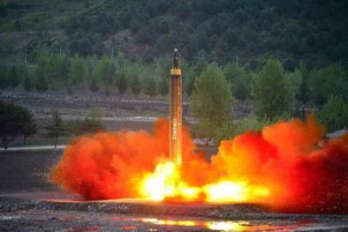 Tên lửa Hwasong-12- vũ khí bí ẩn uy lực nhất của Triều Tiên