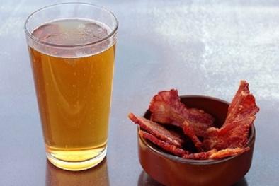 Uống rượu kết hợp với thịt nguội dễ mắc ung thư dạ dày
