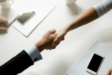 Bạn có thể lây bệnh từ người khác chỉ bằng một cái… bắt tay