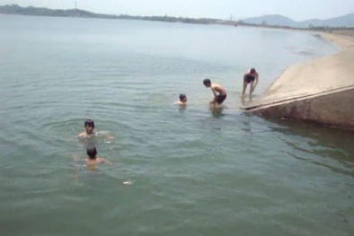 Thương tâm: Cứu em gái bị đuối nước, anh trai gặp nạn