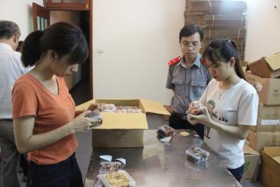 Buộc cơ sở sản xuất thực phẩm dán lại nhãn hàng hóa theo quy định ATTP