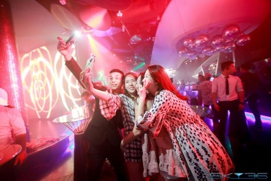 Bùng nổ 'dạ tiệc trắng' kỉ niệm 3 năm SKY36 Đà Nẵng