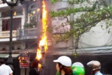 Uông Bí, Quảng Ninh: 'Có gì đó bất thường' khi liên tiếp xảy ra chập, cháy tại các cột điện