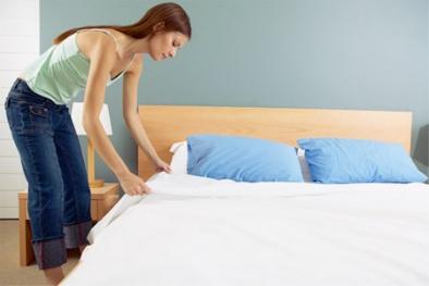 Dù gọn gàng đến đâu, bạn cũng không được gấp chăn ngay sau khi ngủ dậy