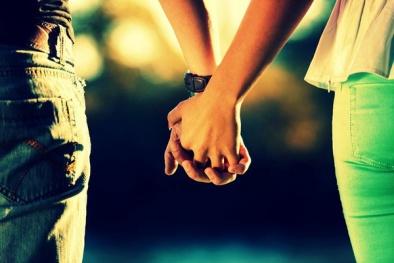 Nắm tay 'người ấy' có thể giúp bạn giảm đau nhanh chóng