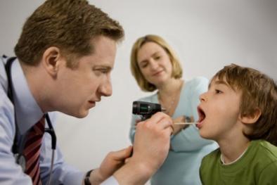 Trẻ em cũng bị ung thư vòm họng, những dấu hiệu không được bỏ qua