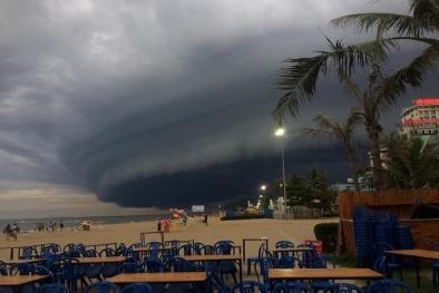 Thanh Hóa xuất hiện đám mây đen khổng lồ nuốt chửng bãi biểm Sầm Sơn