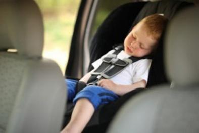 Giật mình con số trẻ bị bỏ quên trong ô tô khi trời nắng nóng dẫn đến tử vong