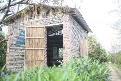 Vì tình yêu, người phụ nữ Hà Nội xây một ngôi nhà tuyệt đẹp bằng 8.800 vỏ chai nhựa