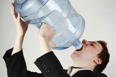 Ngộ độc nước có thể gây lú lẫn, hôn mê và tử vong