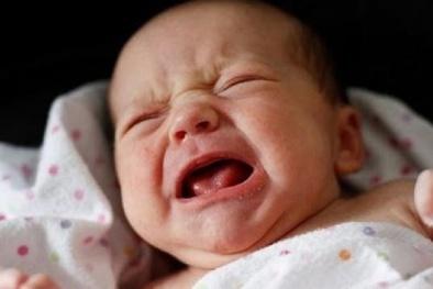 Trẻ giật mình quấy khóc giữa đêm làm tăng nguy cơ đột tử