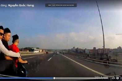 Video: Xôn xao clip 3 thanh niên không đội mũ lạng lách, tạt đầu xe ô tô trên Cầu Nhật Tân
