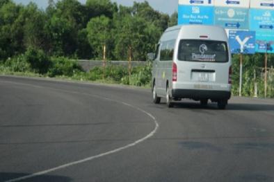 Cảnh báo giao thông: Đi vào đường cong có cần bật xi nhan không?