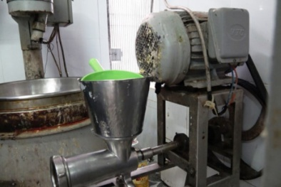 Lộ diện cơ sở làm bánh trung thu không đảm bảo vệ sinh, máy móc chứa đầy cặn bẩn