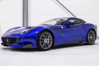 Siêu xe Ferrari F12tdf màu xanh dương bị 'thổi' giá gấp đôi với giá bán khoảng 21 tỉ đồng