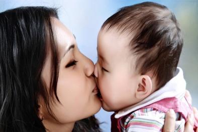 Liên tiếp con trẻ tử vong vì nụ hôn của người lớn, cha mẹ chớ mắc sai lầm