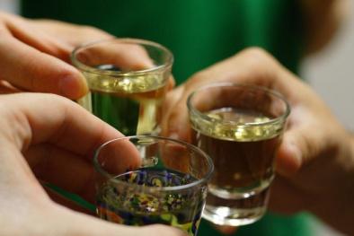 Từ 1/11, cấm bán rượu cho người dưới 18 tuổi