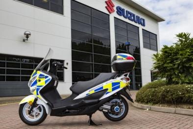 Khám phá xe tay ga Suzuki Burgman 'thân thiện' với môi trường của cảnh sát Anh