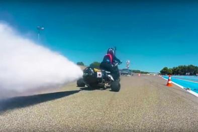 'Độc lạ' chiếc xe mô tô 3 bánh chạy 261 km/h chạy bằng nước mưa