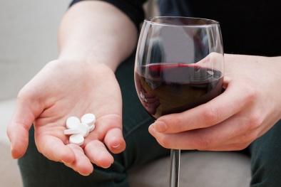 Đang uống thuốc kháng sinh này cấm tuyệt đối uống rượu bia vì những lý do này