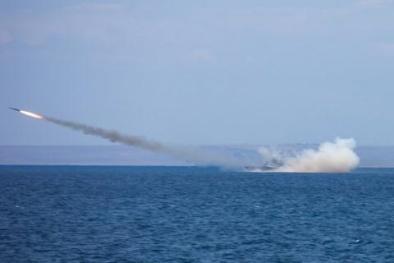 Nga phóng vũ khí 'vô địch' thế giới dằn mặt đối phương để hạ 'cơn thịnh nộ'