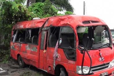 Kinh hoàng vụ xe khách tông đột điện ở Cần Thơ qua lời kể nhân chứng