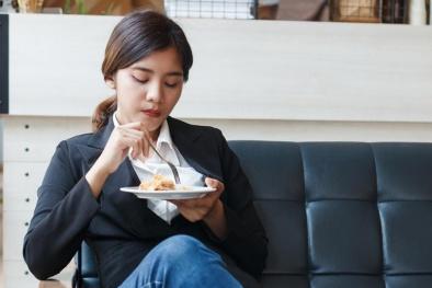 Điểm danh 4 món ăn vặt tại nơi làm việc kiến phụ nữ tăng cân nhanh chóng