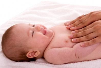 Cách massage cho trẻ sơ sinh giúp bé ăn ngon, ngủ tốt