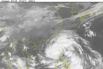 Tin bão số 11: Cơn bão Khanun mạnh cấp 15 đang tiến thẳng vào nước ta