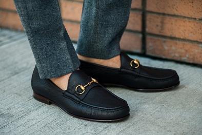Nam giới đừng bao giờ đi giày không tất và đây là lý do đáng sợ cần biết