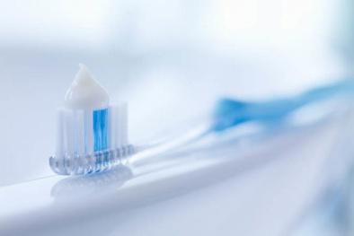 Làm trắng răng từ nguyên liệu tự nhiên: Nguy cơ làm hỏng men răng