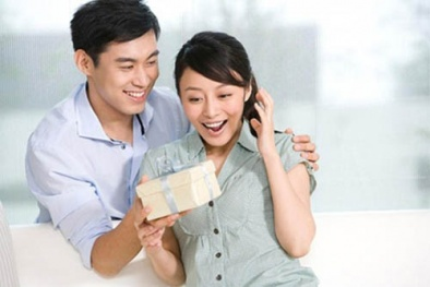Tư vấn chọn quà tặng vợ 20/10 ý nghĩa khiến nàng thích mê