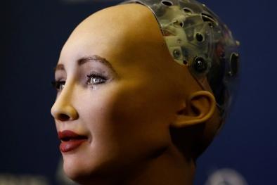 Robot được trao quyền công dân: Sẽ được coi là người, hay robot?
