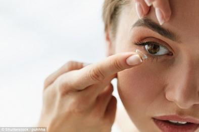 Chuyên gia cảnh báo sử dụng kính áp tròng không đúng cách có thể gây mù mắt