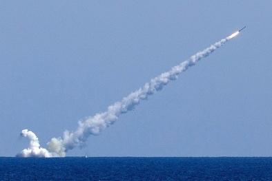 Tàu ngầm Nga- 'hung thần' nhả tên lửa trong nháy mắt khiến mục tiêu tan xác